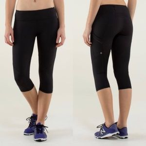 Lululemon Run: Mod Moves Crop in Black, Size 4